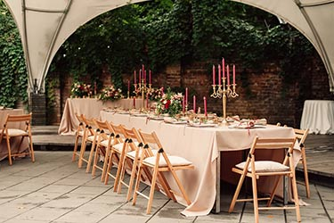 Simple and elegant Mediterranean style table setting under marquee